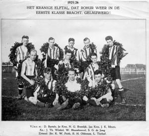 Robur et Velocitas 1e elftal - 1925-1926, terug in 1e klasse