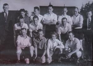 Team nettenfabriek - Middelste rij links Karel Elskamp. Andere namen