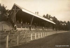 Tribune AGOVV -bouw in 1925, bron Laatdetribunenietzitten.nl